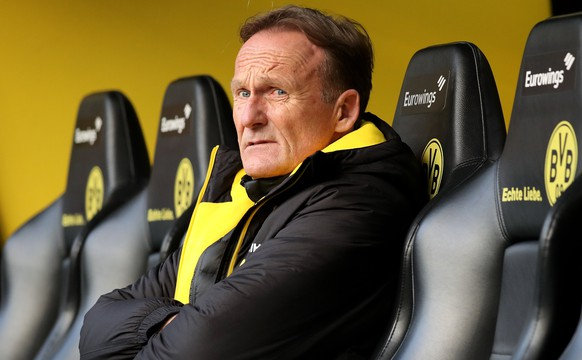 epa06478875 Dortmund's CEO Hans-Joachim Watzke looks on during the German Bundesliga soccer match between Borussia Dortmund and SC Freiburg in Dortmund, Germany, 27 January 2018.  EPA/FRIEDEMANN VOGEL EMBARGO CONDITIONS - ATTENTION: Due to the accreditation guidelines, the DFL only permits the publication and utilisation of up to 15 pictures per match on the internet and in online media during the match.