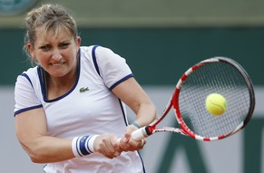 epa04226381 Timea Bacsinszky of Switzerland returns to Maryna Zanevska of Ukraine during their first round match for the French Open tennis tournament at Roland Garros in Paris, France, 26 May 2014.  EPA/IAN LANGSDON