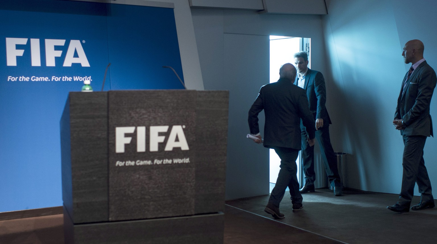 epaselect epa04780647 FIFA president Joseph S. Blatter (C) leaves after speaking at a press conference at the FIFA headquarters in Zurich, Switzerland, 02 June 2015. FIFA president Joseph Blatter intends to resign, calls an extraordinary congress to elect his successor, he announced at the news conference.  EPA/ENNIO LEANZA