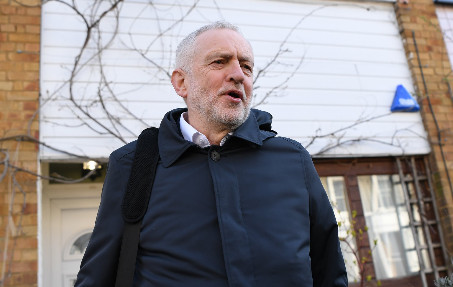 epa06629926 Britain's opposition Labour Party Leader Jeremy Corbyn leaves his home in north London, Britain, 26 March 2018. Corbyn is facing criticism after Jewish Leadership Council has described him a 'figurehead' for antisemitism.  EPA/NEIL HALL