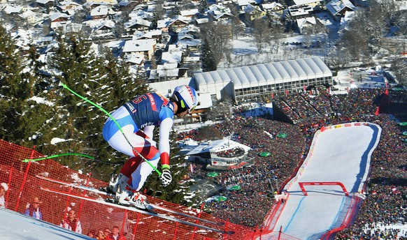 epa05738044 Carlo Janko of Switzerland in action during the men's Downhill race of the FIS Alpine Skiing World Cup event in Kitzbuehel, Austria, 21 January 2017.  EPA/CHRISTIAN BRUNA