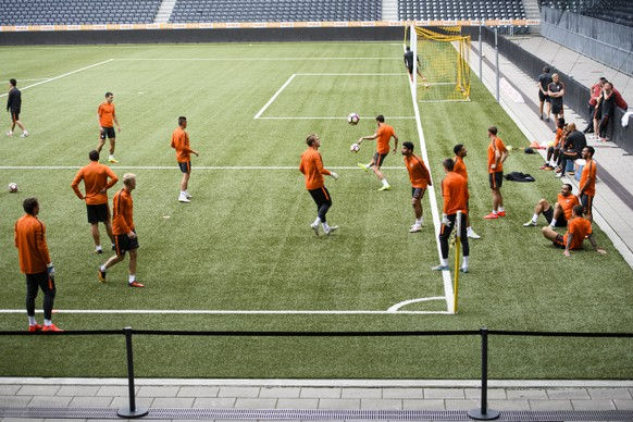 The team of Shakhtar Donetsk on the occasion of the training one day prior to the UEFA Champions League third qualifying round second leg soccer match between Switzerland's BSC Young Boys Bern and Ukraine's Shakhtar Donetsk, in the Stade de Suisse in Bern, Switzerland, Tuesday, August 2, 2016. (KEYSTONE/Manuel Lopez)