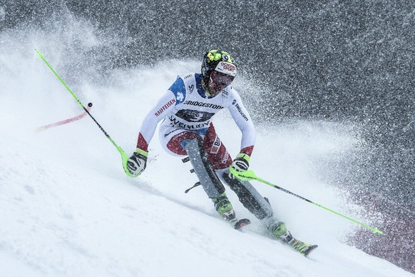 epa05714285 Justin Murisier of Switzerland in action during the slalom run of the men's Super Combined, SC, race of the FIS Alpine Ski World Cup at the Lauberhorn, in Wengen, Switzerland, 13 January 2017.  EPA/JEAN CHRISTOPHE BOTT
