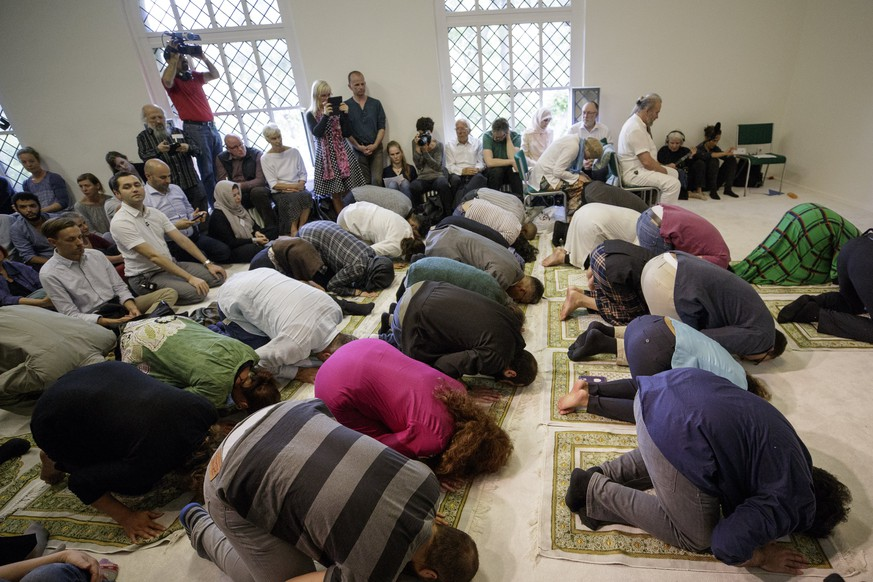 epa06031259 People pray in the prayer room of the Ibn-Rushd Goethe Mosque, during the opening in Berlin, Germany, 16 June 2017. Seyran Ates, a German lawyer and Muslim feminist,  opened a mosque for liberal Muslims. In the liberal Ibn-Rushd Goethe Mosque, women and men pray and preach equal rights. It is supposed to be open to Sunnis, Shiites and followers of other Islamic faiths. Women do not have to wear a headscarf when praying.  EPA/CARSTEN KOALL