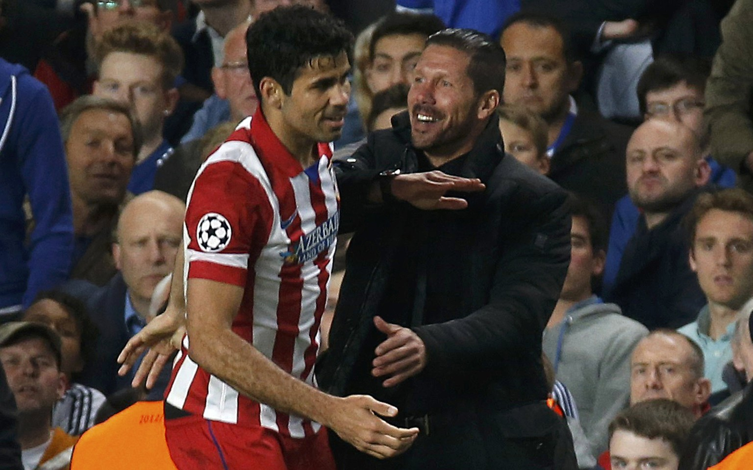 Atletico Madrid's Diego Costa (L) celebrates with team coach Diego Simeone after scoring a penalty shot for the team during their Champions League semi-final second leg soccer match against Chelsea at Stamford Bridge Stadium in London April 30, 2014.      REUTERS/Sergio Perez (BRITAIN  - Tags: SPORT SOCCER)