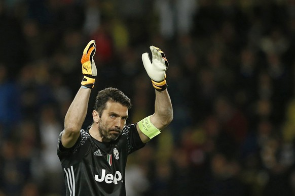 epa05942634 Juventus goalkeeper Gianluigi Buffon reacts during the UEFA Champions League semi final, first leg soccer match between AS Monaco and Juventus at Stade Louis II in Monaco, 03 May 2017.  EPA/GUILLAUME HORCAJUELO