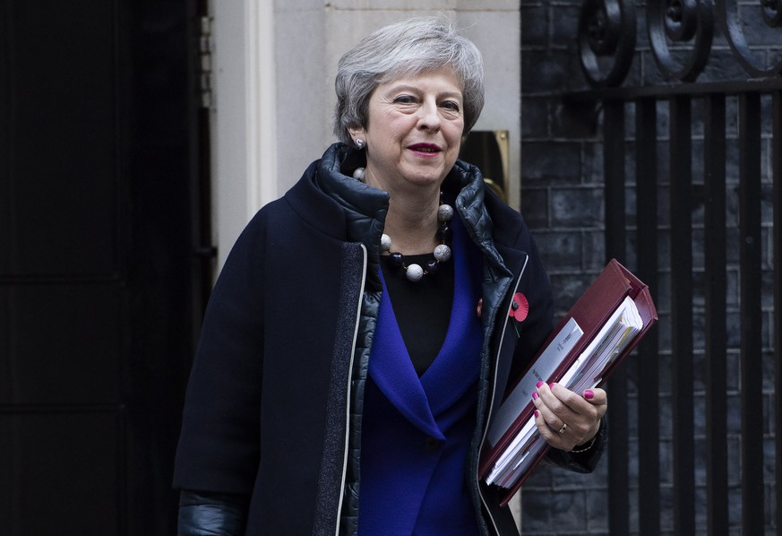epa07132871 British Prime Minister, Theresa May, leaves her London residence, 10 Downing street in central London, Britain, 31 October 2018 to attend Prime Ministers Questions (PMQs) in the British Houses of Parliament.  EPA/FACUNDO ARRIZABALAGA