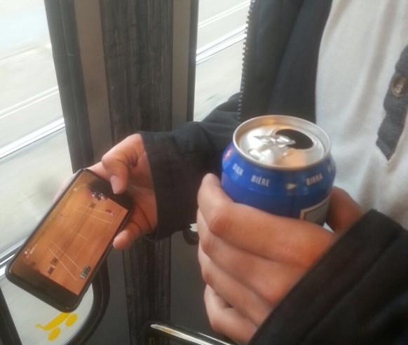 tel: null #supporttheswiss au im tram, damit alli chönd mitluege #stantheman