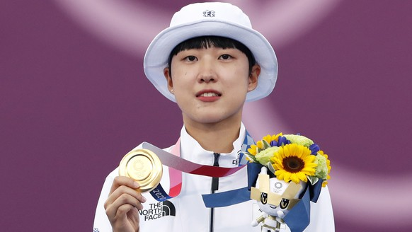 epa09379945 Gold medalist An San of South Korea poses on the podium at the victory ceremony of the women's individual event during the Archery events of the Tokyo 2020 Olympic Games at the Yumenoshima Park in Tokyo, Japan, 30 July 2021.  EPA/KIYOSHI OTA