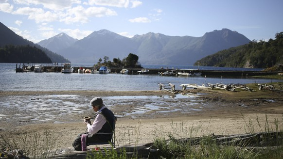epa05660128 A picture dated on 03 December 2016, shows a man drinking mate at the shore of Lake Moreno, in the vicinity of the city of San Carlos de Bariloche, province of Rio Negro in Patagonia, Argentine.  EPA/David Fernandez