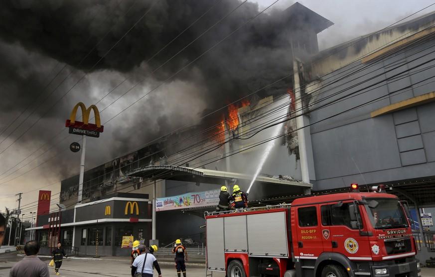 Nach Brand in Einkaufszentrum 37 Tote befürchtet