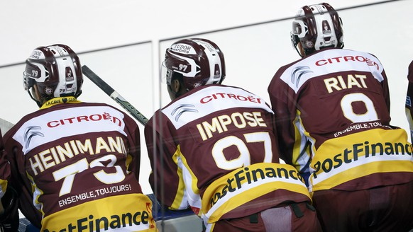 Geneve-Servette's players center Thomas Heinimann, left, forward Auguste Impose, center, and forward Damien Riat, right, wait on the bench, during the game of National League A (NLA) Swiss Championship between Geneve-Servette HC and Ambri-Piotta, at the ice stadium Les Vernets, in Geneva, Switzerland, Saturday, November 26, 2016. (PPR/Salvatore Di Nolfi)