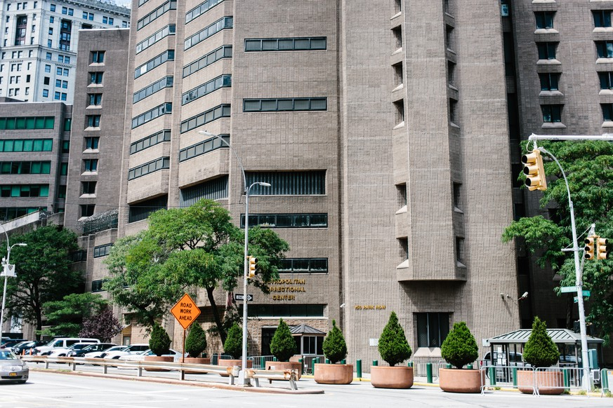 epa07766858 External view of the Manhattan Correctional Center where the US financier Jeffrey Epstein was found dead in New York, USA, 10 August 2019. According to media reports, Epstein was found dead in his prison cell on 10 August 2019 morning in the MCC Manhattan while awaiting trial on sex trafficking charges. An official confirmation by authorities of his death is pending.  EPA/ALBA VIGARAY