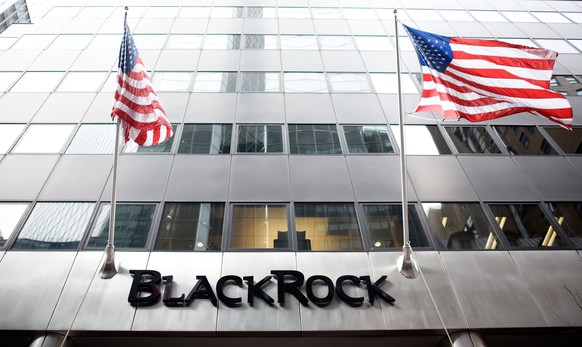epa08127746 (FILE) - A view of the New York offices of the financial firm BlackRock in New York, New York, USA, 12 January 2016 (reissued 14 January 2020). Larry Fink, CEO of the world?s largest fund manager BlackRock, has written to executives that the climate change crisis shall guide the investments, reports state on 14 January 2020.  EPA/JUSTIN LANE *** Local Caption *** 52519496