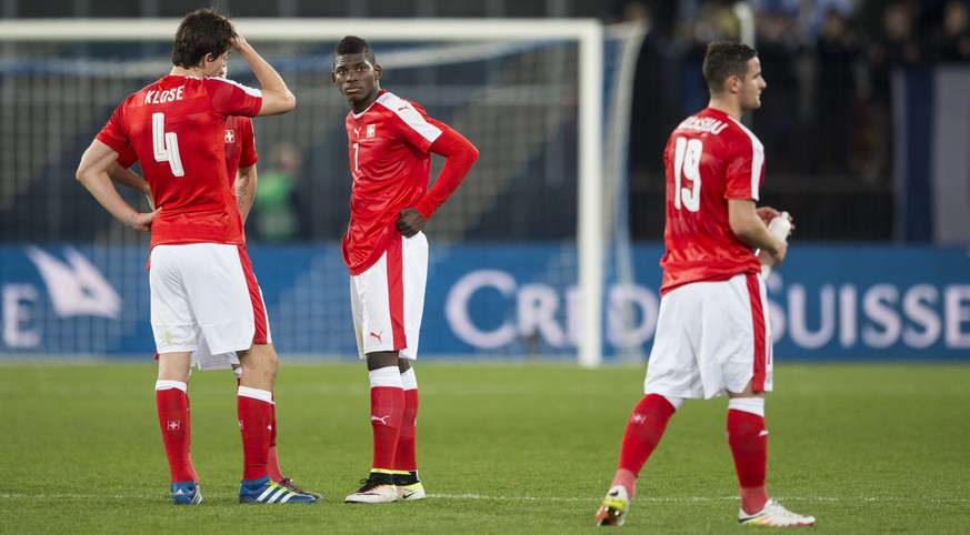 Swiss defender Timm Klose, Swiss forward Breel Embolo, and Swiss forward Shani Tarashaj, from left, reacts after the friendly soccer match between Switzerland and Bosnia Herzegovina at the Letzigrund Stadium in Zurich, Switzerland, Tuesday, March 29, 2016. (KEYSTONE/Ennio Leanza)