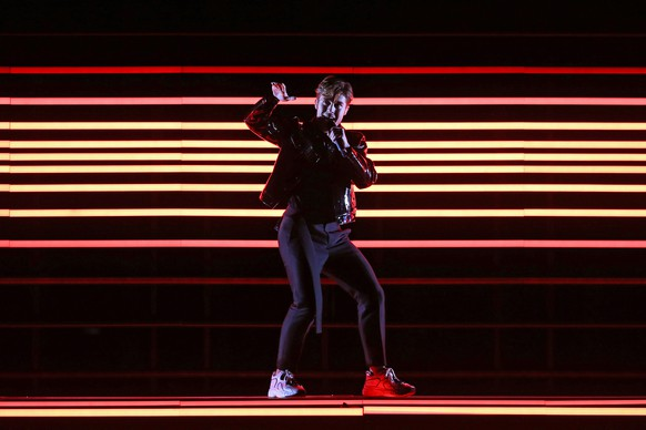 epa06728494 Benjamin Ingrosso representing Sweden with 'Dance You Off' performs during rehearsals for the Grand Final of the 63rd annual Eurovision Song Contest (ESC) at the Altice Arena in Lisbon, Portugal, 11 May 2018. The Grand Final of the ESC 2018 is held on 12 May.  EPA/JOSE SENA GOULAO