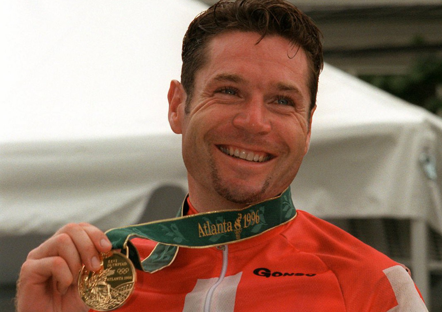 Switzerland's Pascal Richard poses with the gold medal he won in the men's Olympic cycling road race at the Centennial Summer Games in Atlanta on Wednesday, July 31, 1996.   (KEYSTONE/AP Photo/Lionel Cironneau)