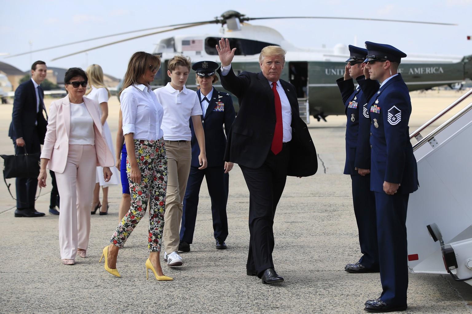 US-Präsident: Scherzanrufer zu Trump in Flugzeug Air Force One durchgestellt - USA