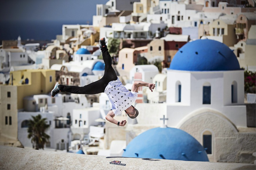 epa04428295 A handout picture made available by Global Newsroom on 02 October 2014 of Corry de Mayers from the USA performing during the preshoot at Oia area on the island of Santorini, Greece, 02 October 2014. The Red Bull Art of Motion, a free running event on the Greek island of Santorini, will take place on 04 October 2014.  EPA/SAMO VIDIC - GLOBAL NEWSROOM  HANDOUT EDITORIAL USE ONLY/NO SALES