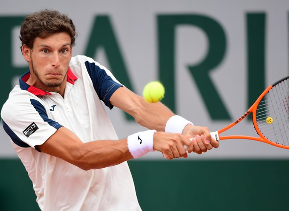 epa06009665 Pablo Carreno Busta of Spain in action against Milos Raonic of Canada during their men's singles 4th round match during the French Open tennis tournament at Roland Garros in Paris, France, 04 June 2017.  EPA/CAROLINE BLUMBERG