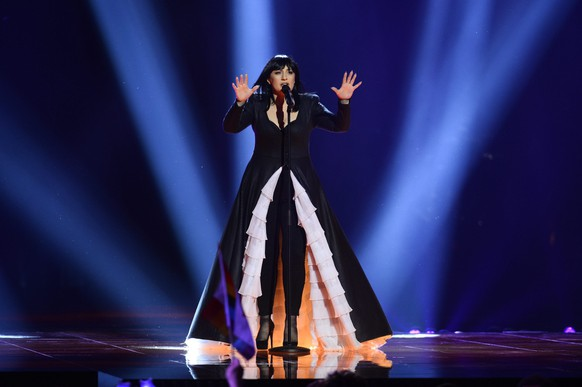 epa05300227 Kaliopi of Macedonia performs the song 'Dona' during rehearsals for the Second Semi-Final of the 61st annual Eurovision Song Contest (ESC) at the Ericsson Globe in Stockholm, Sweden, 11 May 2016. The event's grand final takes place on 14 May.  EPA/MAJA SUSLIN SWEDEN OUT