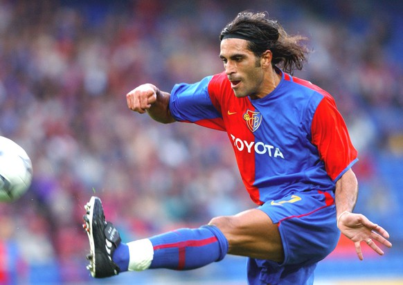 Julio Hernan Rossi, striker of Swiss soccer club FC Basel, in action during the second round game of the qualification for the Champions League between FC Basel and ZSK Zilina in Basel, Switzerland, on Wednesday, August 7, 2002.  (KEYSTONE/Markus Stuecklin)