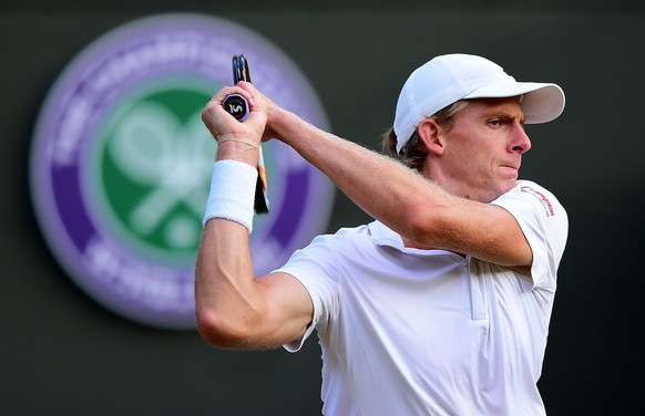 LONDON, ENGLAND - JULY 06:  Kevin Anderson of South Africa returns a shot in his Gentlemen's Singles Fourth Round match against Novak Djokovic of Serbia during day seven of the Wimbledon Lawn Tennis Championships at the All England Lawn Tennis and Croquet Club on July 6, 2015 in London, England.  (Photo by Shaun Botterill/Getty Images)
