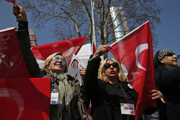 Supporters of the 'NO' vote waving flags and sing songs during campaigning in Istanbul, ahead of the upcoming referendum, Friday, April 14, 2017.  Turkey is heading to an April 16 contentious referendum on constitutional reforms to expand Turkey's President Recep Tayyip Erdogan's powers. (AP Photo/Lefteris Pitarakis)