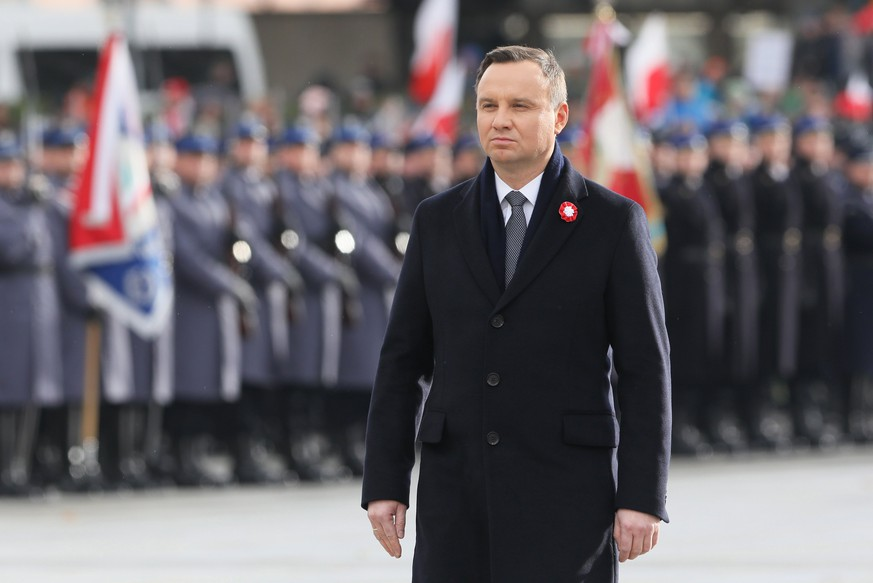 epa06322174 President of Poland Andrzej Duda during a ceremony commemorating Polish independence Day at the Tomb of the Unknown Soldier at the Jozef Pilsudski Square in Warsaw, Poland, 11 November 2017.  EPA/PAWEL SUPERNAK POLAND OUT