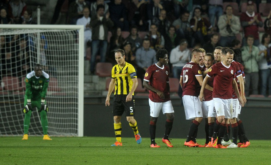 Players of Sparta Praha celebrate after scoring during the UEFA Europa League group I football match between AC Sparta Praha v BSC Young Boys on October 2, 2014 in Prague.    AFP PHOTO / MICHAL CIZEK