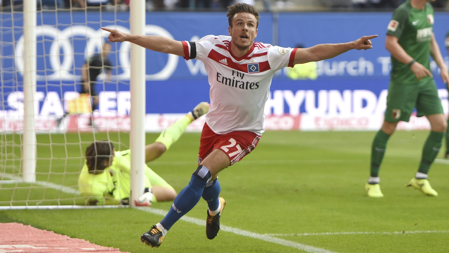 Hamburg's Nicolai Mueller celebrates his goal during the the German Bundesliga soccer match between Hamburger SV and FC Augsburg in Hamburg, Germany, Saturday, Aug. 19, 2017.  (Daniel Bockwoldt/dpa via AP)