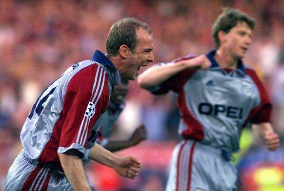 Bayern Munich's Mario Basler celebrates after scoring the opening goal against Manchester United during the UEFA Champions League final at the Nou Camp Stadium in Barcelona on Wednesday, May 26, 1999. (KEYSTONE/AP Photo/Camay Sungu)      === ELECTRONIC IMAGE ===