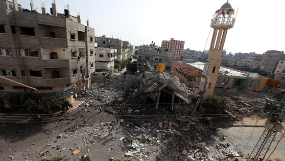 epa04311778 A view of the destroyed Al-Tawfeeq mosque following an airstrike in Al-Nusairat refugee camp in the central Gaza Strip, 12 July 2014. The death toll in the Gaza Strip topped 121, as Israel bombed dozens of targets overnight on the fifth day of airstrikes. An Israeli military statement said it targeted 10 militants early 12 July, six of whom were launching rockets at Israel at the time they were fired upon.  EPA/MOHAMMED SABER