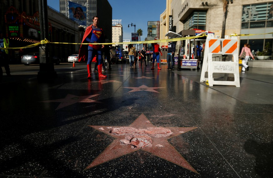 REFILE - CORRECTING LOCATION.   Donald Trump's star on the Hollywood Walk of Fame is seen after it was vandalized in Los Angeles, California U.S., October 26, 2016.   REUTERS/Mario Anzuoni