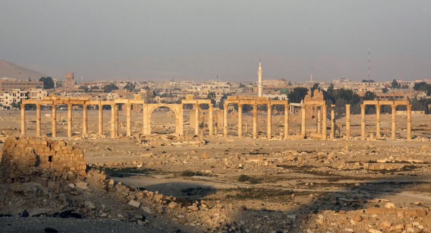 epa04749454 (FILE) The file picture dated 12 November 2010 shows a general view of the ancient city of Palmyra in central Syria. According to media reports on 15 May 2015, extremist Islamic State (IS) militia is advancing towards Palmyra, raising fears that the militants will destroy the historic site. Palmyra is believed to be founded by King Solomon. It was long a trade center that boomed with the decline of Petra in modern-day Jordan. The city, 240 kilometers (150 miles) northeast of Damascus, emerged to become a powerful state after the Romans took control, serving as a link between the ancient Orient and Mediterranean countries.  EPA/YOUSSEF BADAWI *** Local Caption *** 02444414