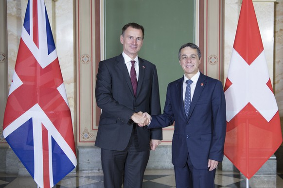 Swiss Federal Councilor Ignazio Cassis, right, welcomes British Foreign Secretary Jeremy Hunt in Bern, Switzerland, Thursday, Oct. 25, 2018. (Peter Schneider/Keystone via AP)