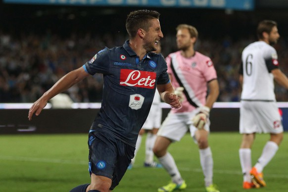 epa04755928 Napoli's forward Dries Mertens (C) celebrates after scoring during the Italian Serie A soccer match between SSC Napoli and AC Cesena at the San Paolo Stadium in Naples, Italy, 18 May 2015.  EPA/CESARE ABBATE