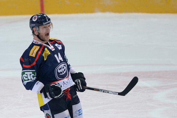 Ambri's Adam Hall celebrates after his penalty shot, during the playout game of National League A (NLA) Swiss Championship 2014/15 between HC Ambri Piotta and Rapperswil Jona Lakers at the ice stadium Valascia, in Ambri, Switzerland, Saturday March 21, 2015. (KEYSTONE/Ti-Press/ Samuel Golay)