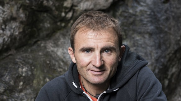 epa05936681 A photograph made available on 30 April 2017 showing Swiss mounainteer Ueli Steck photographed at the foot of a climbing wall in Wilderswil, Canton of Berne, Switzerland, on 11 September 2015. Media reports on 30 April 2017 state that Swiss Alpinist Ueli Steck, aged 41, known as the 'Swiss Machine' has died in an accident near Camp I on Mount Everest.  EPA/CHRISTIAN BEUTLER ONE TIME USE ONLY:  EDITORIAL USE ONLY/NO SALES/NO ARCHIVES