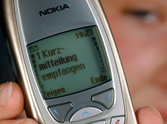 Picture dated 07 August 2002 shows the display of a mobile phone announces an SMS message. According to German media reports on Sunday, 13 March 2005, the German government intends to save telephone and internet data in a central pool for the maximum duration of twelve months. The move came after an according EU agreement to help fighting crime and terrorism. (KEYSTONE/EPA/PATRICK PLEUL)