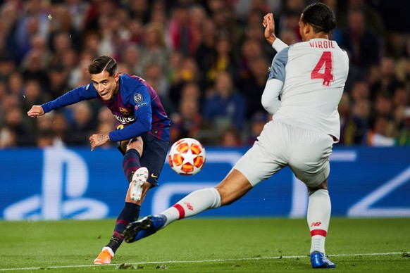 epa07541229 FC Barcelona's forward Philippe Coutinho (L) in action against Liverpool's defender Virgil Van Dijk (R) during the UEFA Champions League first leg semifinal match between FC Barcelona and Liverpool in Barcelona, Spain, 01 May 2019.  EPA/Alejandro Garcia