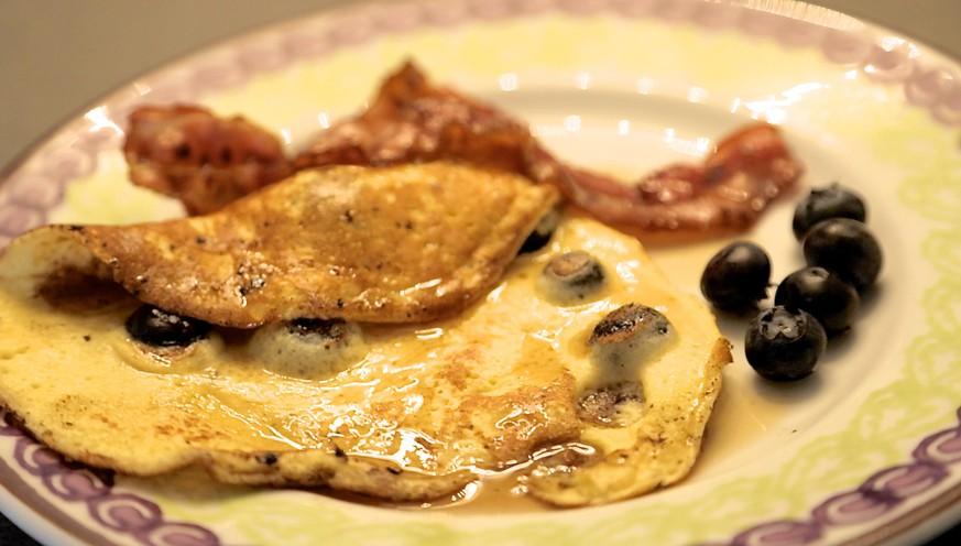 so einfach ist kochen mit watson morgen gibt 39 s blueberry pancakes mit ahorn sirup zum fr hst ck. Black Bedroom Furniture Sets. Home Design Ideas