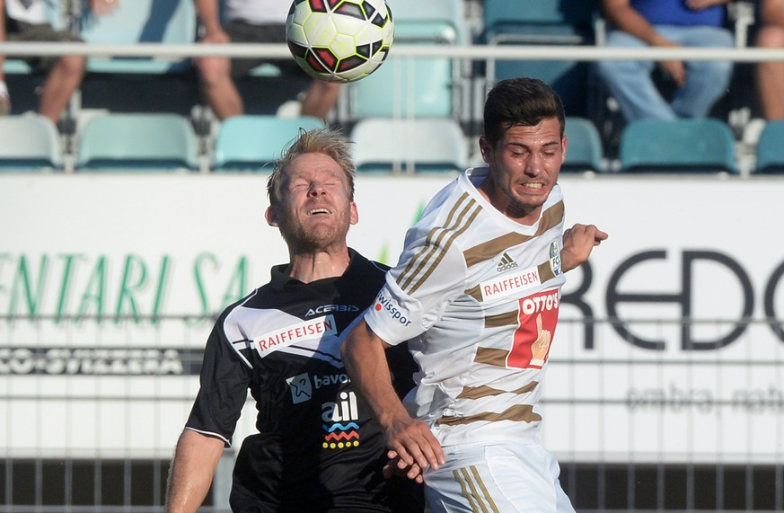 Lugano's Antoine Rey, left, vies for the ball with Lucerne's Remo Freuler, right, during the Super League Season 2015/16 Soccer match between FC Lugano and FC Luzern, in the Cornaredo Stadion of Lugano, Saturday, 29 August 2015. (KEYSTONE/Ti-Press/Carlo Reguzzi)