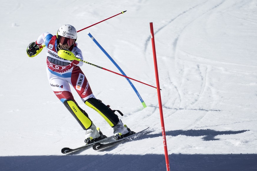 epa07392598 Wendy Holdener of Switzerland in action during the women's Alpine Combined Slalom race at the FIS Alpine Skiing World Cup event in Crans-Montana, Switzerland, 24 February 2019.  EPA/ALESSANDRO DELLA VALLE