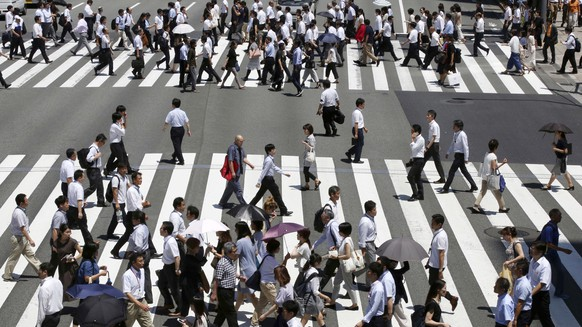 In this July 31, 2018, photo, people come and go at a crosswalk in Tokyo. Japan's economy grew at an annual pace of 1.9 percent in October-December, according to revised data from the Cabinet Office that showed stronger investment than earlier reported. The seasonally adjusted figure released Friday, March 8, 2019 was an improvement over an earlier estimate for 1.4 percent growth in the final quarter of 2018. (AP Photo/Koji Sasahara)