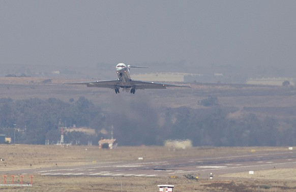 A plane carrying Sudanese president Omar al-Bashir takes off from Waterkloof Air Force Base in Pretoria, South Africa Monday, June 15, 2015. Al-Bashir, who was attending the AU Summit, left amid a South African court case trying to compel authorities there to arrest him on international genocide charges. (AP Photo/Alet Pretorius/Beeld/Netwerk24) SOUTH AFRICA OUT