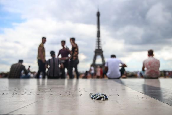 FRANCE PARIS DAILY LIFE EIFFEL TOWER
