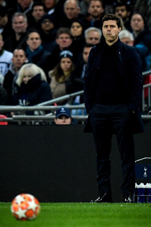 epa07367793 Tottenham's head coach Mauricio Pochettino reacts during the UEFA Champions League round of 16 soccer match between Tottenham Hotspur and Borussia Dortmund at Wembley Stadium, Britain, 13 February 2019.  EPA/FACUNDO ARRIZABALAGA