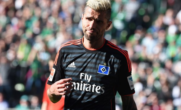 epa04712044 Hamburg's Valon Behrami leaves the pitch after a red card during the German Bundesliga soccer match between Werder Bremen and SV Hamburg in Bremen, Germany, 19 April 2015. 