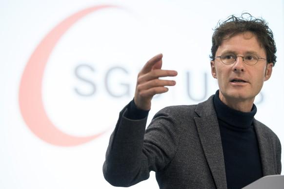 Daniel Lampart, Chefoekonom SGB, spricht waehrend der SGB-Delegiertenversammlung, am Freitag, 4. November 2016 im Hotel Ador in Bern. (KEYSTONE/Anthony Anex)